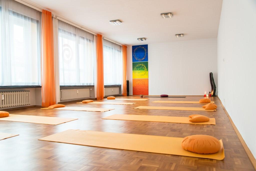 Jetzt im Frühling mit Yoga anfangen. Foto: Gelbe Yogamatten