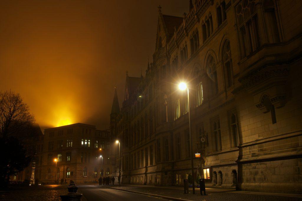 Rathaus im Nebel, Halloween Braunschweig