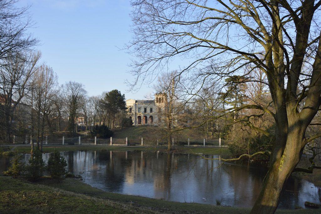 Wintertag mit Blick auf Villa Löbbecke.