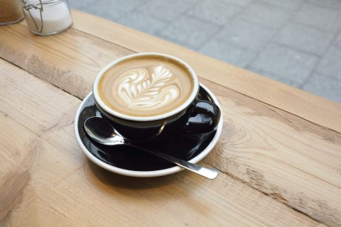 Der Flat White ist die Spezialität des Kiwi-Kaffeehauses. Foto: BSM