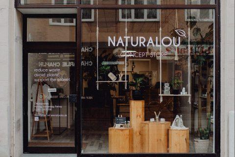 Schaufensterfront des Ladens naturalou